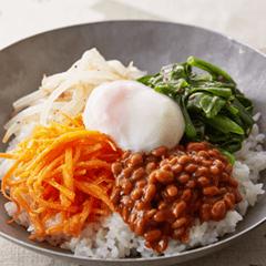 納豆とつるむらさきのビビンバ
