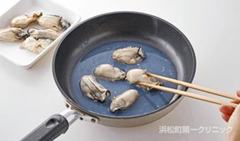 牡蠣を煮る