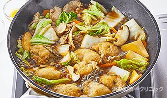 豚肉、野菜を炒める